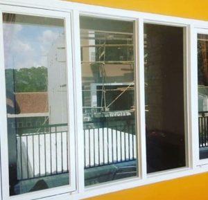puerta cristal exterior ver por un lado solo
