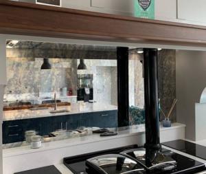 espejo frente de cocina