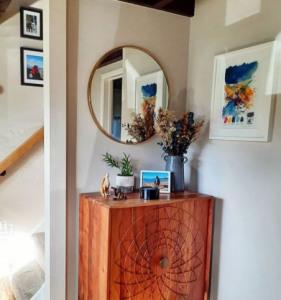 espejos redondos con marco de madera