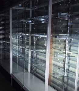 vitrinas y estanterías de vidrio
