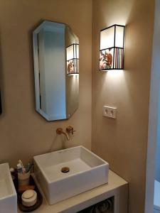 espejo de madera para baño