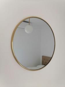 espejo redondo de metal