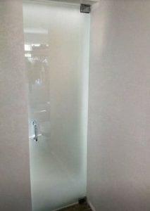 puerta opaca cristal semitransparante