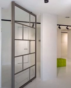 puerta pivotante vidrio