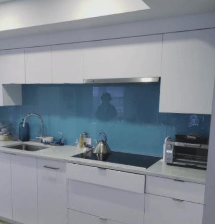 salpicadero de cocina con mosaico de cristal